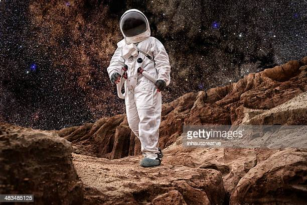 astronaut walking on mars oder the moon - astronaut stock-fotos und bilder