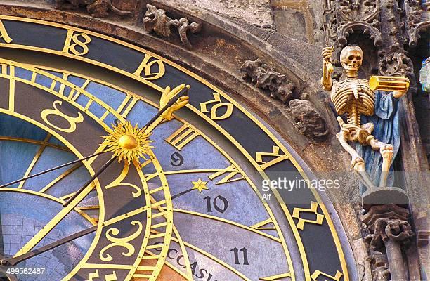 astronomic clock in prague - astronomical clock prague stock pictures, royalty-free photos & images