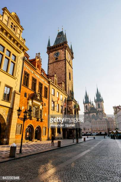 astronomical clock, old town square and tyn church early in the morning, prague, czech republic - プラハ 旧市街広場 ストックフォトと画像