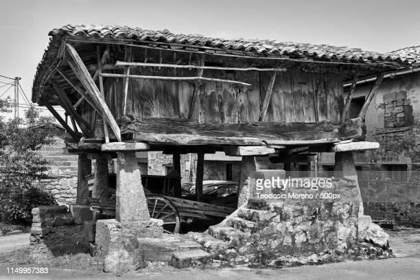 asturian barn - teodosio moreno fotografías e imágenes de stock