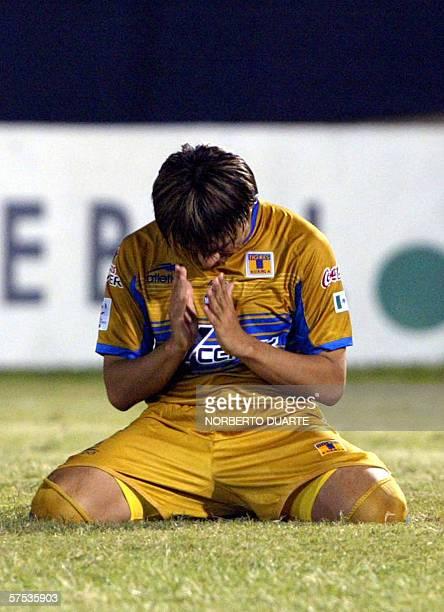 Emilio Martinez de Tigres de Mexico se lamenta tras errar el ultimo penal ante Libertad de Paraguay durante el partido de vuelta de los octavos de...
