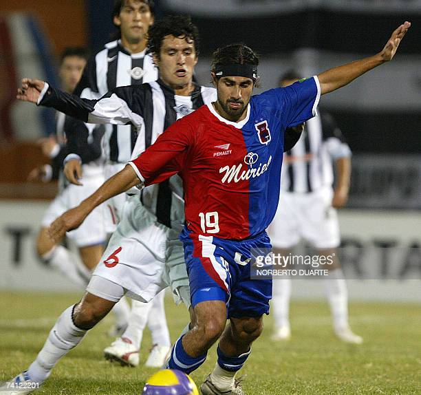 Josiel from Brazil's Parana vies for the ball with Paraguay's Libertad Cristian Riveros during their Libertadores Cup match at Asuncion 10 May 2007...