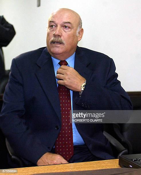 Luis Angel Gonzalez Macchi ex presidente paraguayo ingresa en la sala del tribunal de juicio oral y publico en Asuncion el 08 de mayo de 2006...