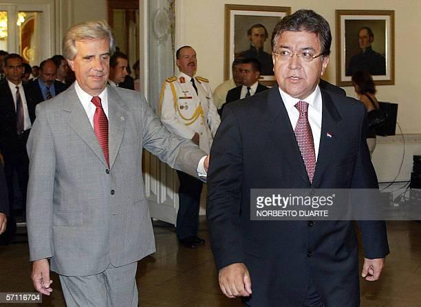 Tabare Vazquez presidente de Uruguay y su homologo paraguayo Nicanor Duarte Frutos, se dirigen al salon de conferencia del palacio de Gobierno de...
