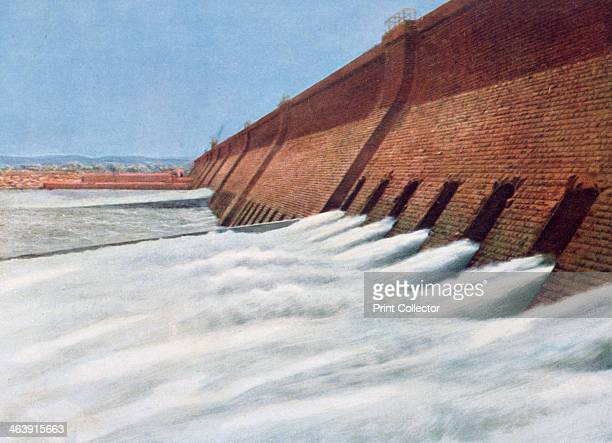 Aswan Dam Egypt 20th century In the late 19th century the growth of population and agricultural production in the lower Nile Valley led to the...