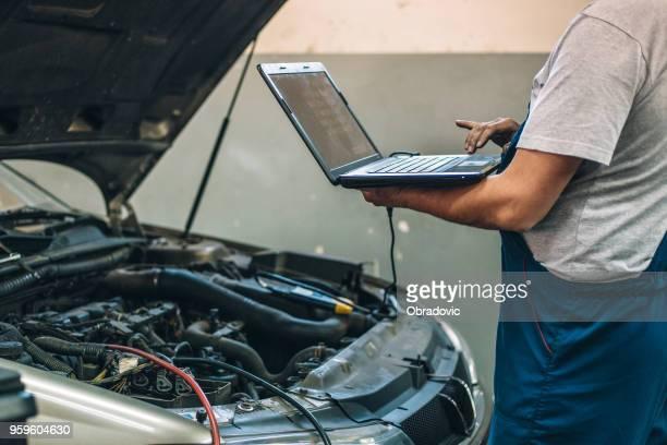 at car service - esaminare foto e immagini stock