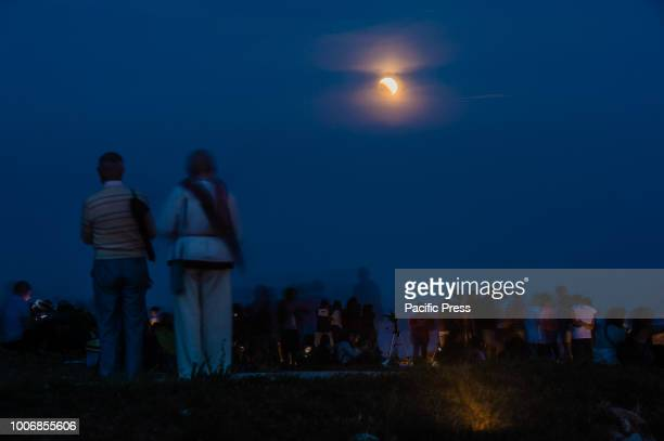 At Castel del Monte hundreds of people gathered to admire the event of the century, the eclipse of the moon. Arrived from all over Puglia, some...