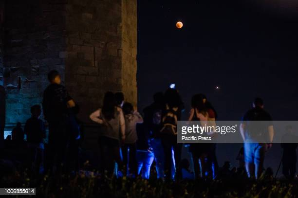 At Castel del Monte hundreds of people gathered to admire the event of the century the eclipse of the moon Arrived from all over Puglia some already...