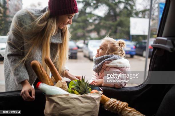 at grocery shopping with mom - car shopping stock pictures, royalty-free photos & images
