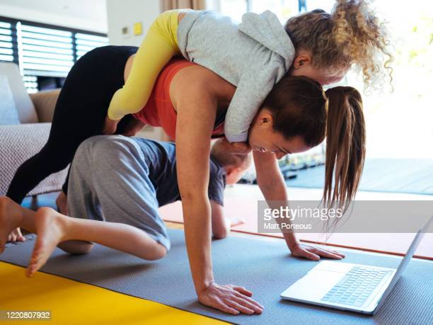 at home workout with kids - lifestyles stock pictures, royalty-free photos & images