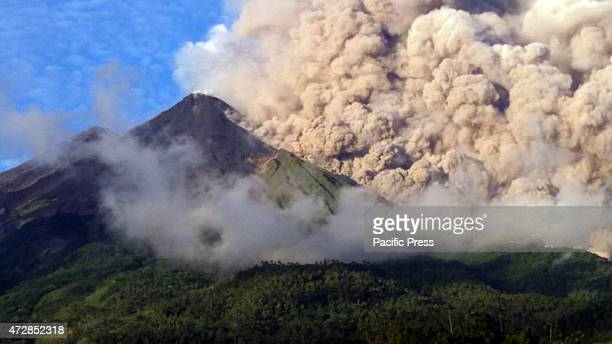 At least 465 people were evacuated from their houses in Siau Tagulandang Biaro district in North Sulawesi Province on Friday following eruption of...