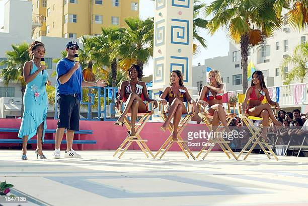 At left MTV VJs La La and Carson Daly host a dating game during a taping for MTV Spring Break 2003 at the Surfcomber Hotel March 13 2003 in Miami...