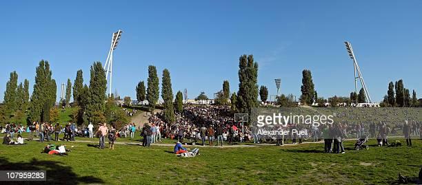 At Mauerpark regular Sundays get celebrated - spontaneous open air fairs