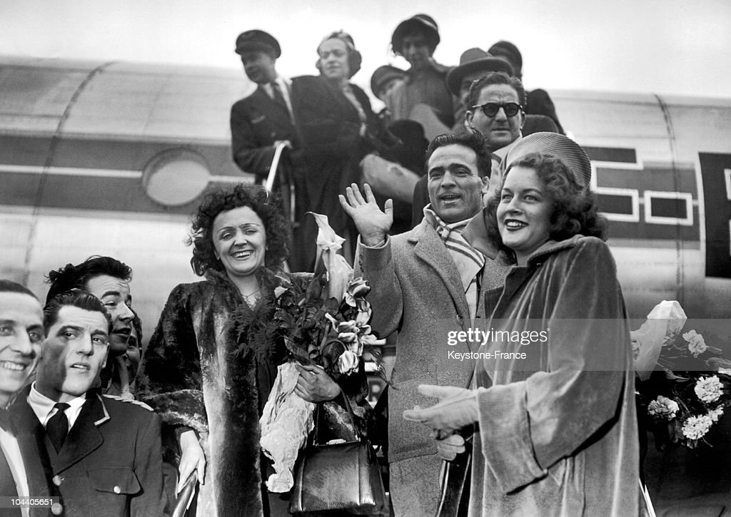 At Orly airport (France) , French singer Edith PIAF descends from the plane accompanied by her then-partner, boxer Marcel CEDRAN, and Mathilda NAIL, the American 'Queen of Cotton', who is in France to present some of her haute-couture creations. Edith PIAF, then at the peak of her career, is returning from a triumphant tour in the United States.