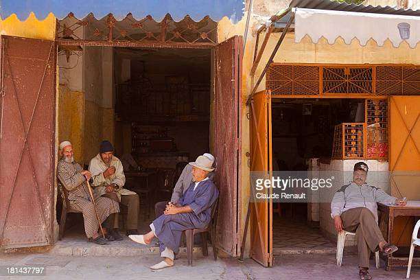 At the bar, what seems to be the favorite Moroccan pastime, not a bad one !