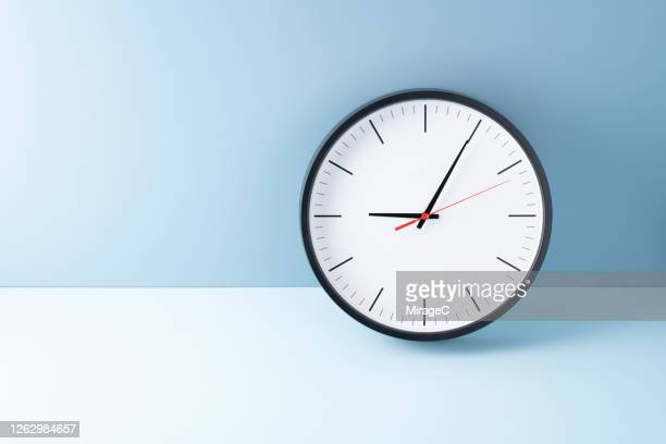 at the beginning of 9 o'clock - time stock pictures, royalty-free photos & images