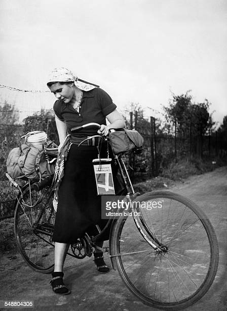 At the beginning of the tour on the bicycle through East Prussia - um 1935 - Photographer: Angelika von Braun - Published by: 'Die Dame' 16/1935...