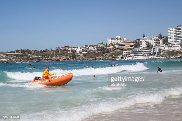 At the Bondi beach ofSydney Uebung der Rettungsschwimmer excercise of the life guard
