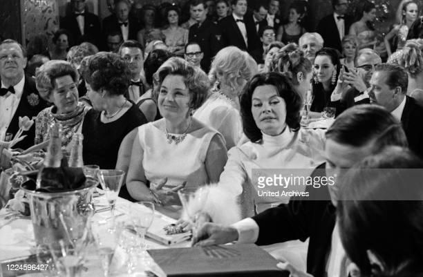 At the Burda Ball Bal Pare in Munich on 21 January 1967: Magda Schneider , Margot Hielscher .