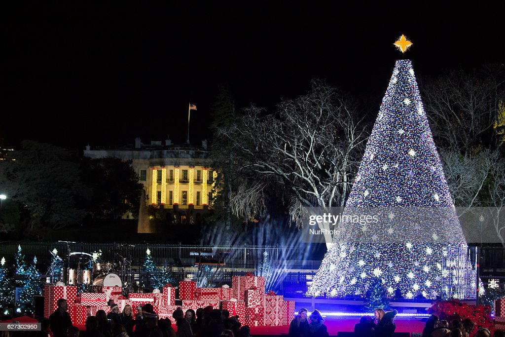 President And Mrs. Obama Attend National Christmas Tree Lighting : News Photo