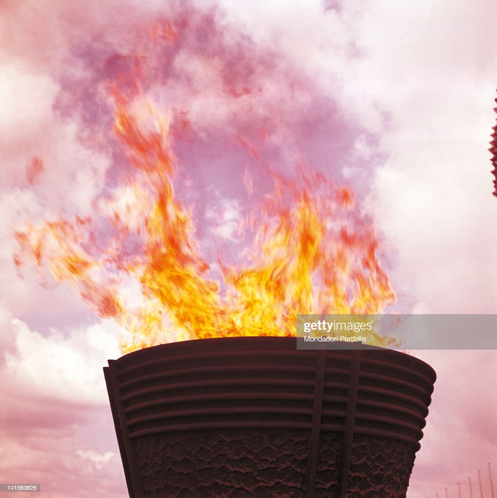The Fire Is Lit In The Big Olympic Cauldron Of Tokyo Olympics : ニュース写真
