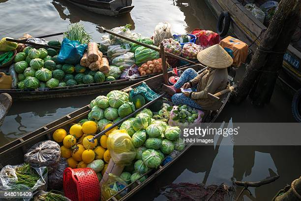 at the floating market - provinz can tho stock-fotos und bilder