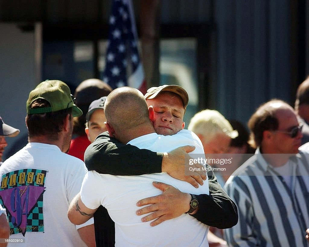 DENVER POST PHOTO BY CYRUS MCCRIMMON 6/25/02 LA GRANDE, OREGON At the Grayback Forestry Inc. offices in La Grande members of the crew that was called to Oregon following the van accident in Colorado held a base meeting at their headquarters reuniting the  : News Photo