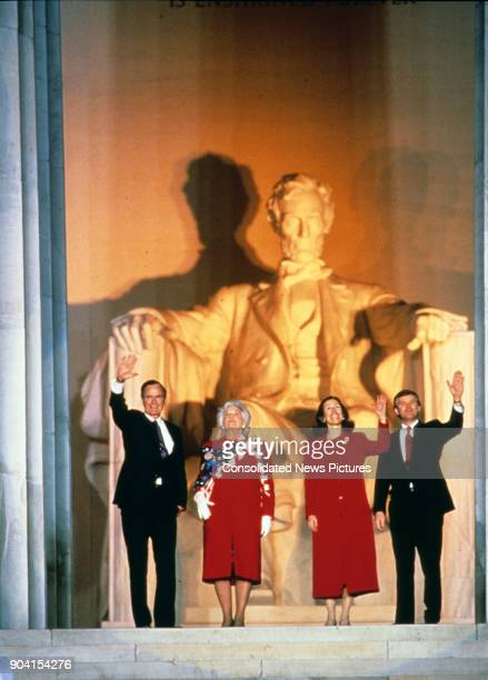 At the Lincoln Memorial US PresidentElect George HW Bush and Vice PresidentElect Dan Quayle along with their wives Barbra Bush and Marilyn Quayle...
