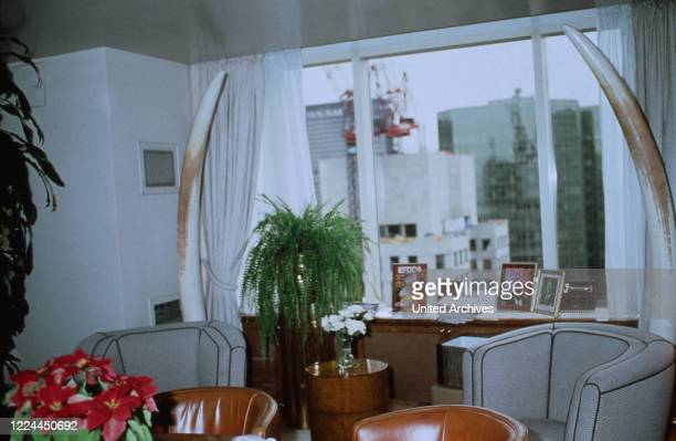 At the living room of Adnan Kashoggi with view to the city of New York, USA 1986.