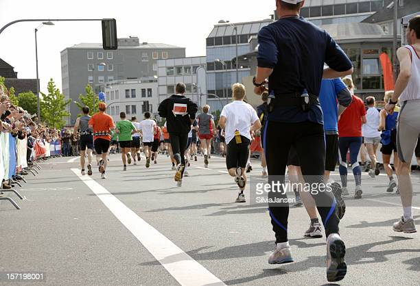 am marathon - marathon stock-fotos und bilder