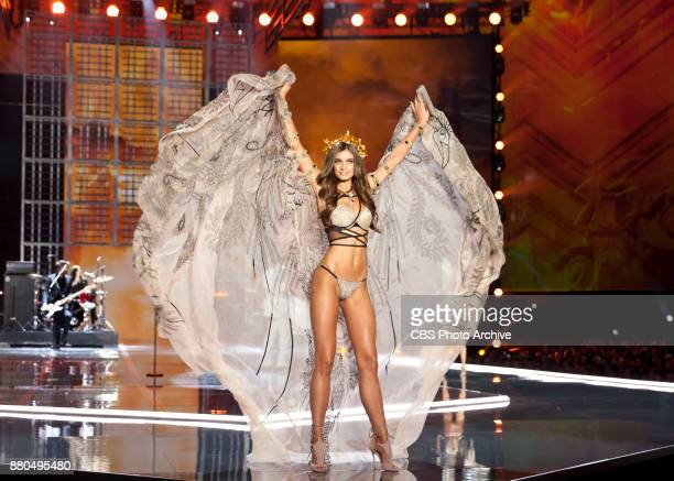 THE VICTORIA'S SECRET FASHION SHOW IN SHANGHAI CHINA FOR THE FIRST TIME at the MercedesBenz Arena Broadcasting TUESDAY NOV 28 ON CBS Pictured Taylor...