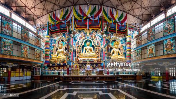 at the namdroling monastery/golden temple in bylakuppe - mysore - fotografias e filmes do acervo