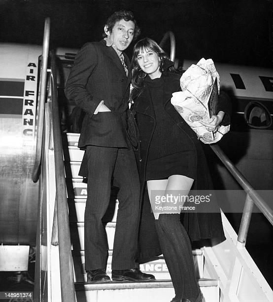 At the Orly Airport Serge Gainsbourg and Jane Birkin boarding on a Caravelle Air France to London for Christmas on December 22 1969