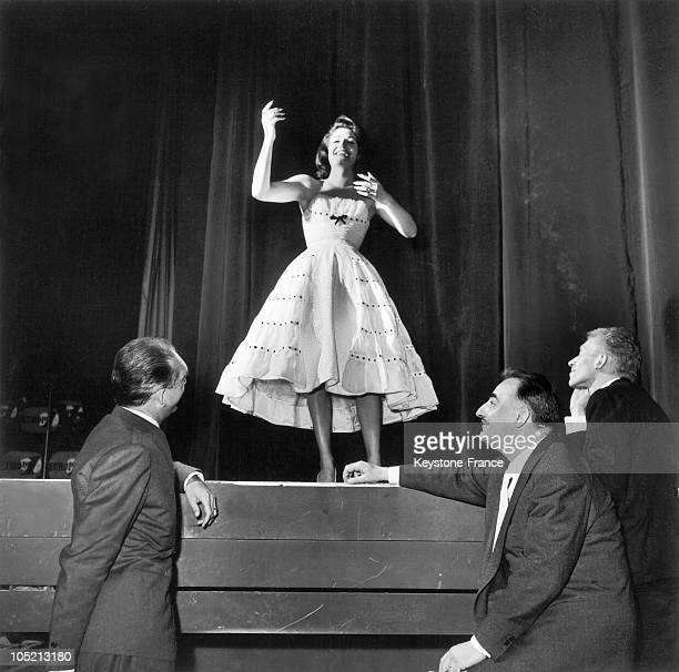 At The Rehearsal On Stage At The Olympia In Paris In 1961 The Singer Dalida Was Observed By Eddie Barclay The Director Of Music Hall Bruno Coquatrix...