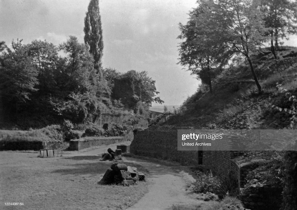 At The Roman Amphitheatre At Trier Germany 1930s News Photo Getty Images