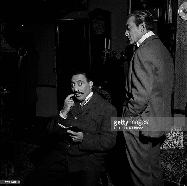 At The Theater Of Charles Rochefort A Paris au Théâtre Charles de Rochefort sur scène Grégoire ASLAN assis en costume tenant un carnet en présence...