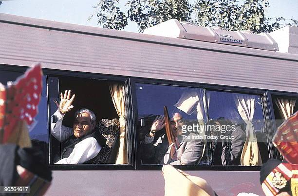 Atal Bihari Vajpayee Prime Minister of India with Nawaz Sharief Prime Minister of Pakistan at the function of Delhi to Lahore Bus Service