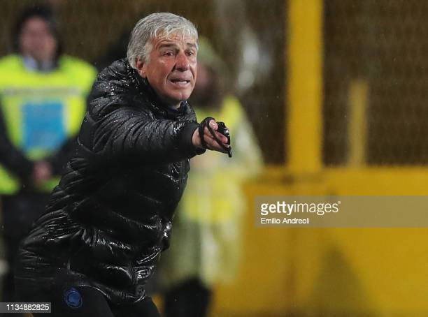 Atalanta BC coach Gian Piero Gasperini issues instructions to his players during the Serie A match between Atalanta BC and Bologna FC at Stadio...