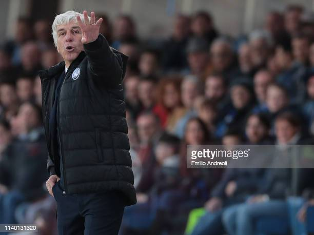 Atalanta BC coach Gian Piero Gasperini issues instructions to his players during the Serie A match between Atalanta BC and Udinese at Stadio Atleti...