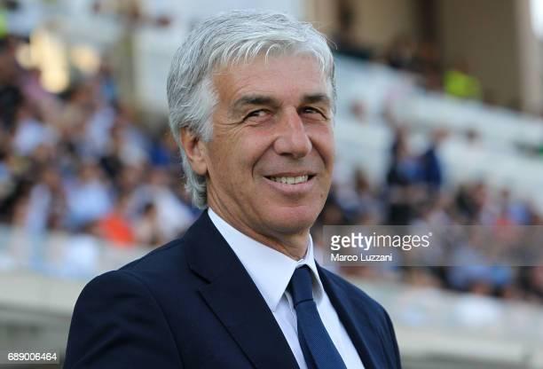 Atalanta BC coach Gian Piero Gasperini looks on before the Serie A match between Atalanta BC and AC ChievoVerona at Stadio Atleti Azzurri d'Italia on...