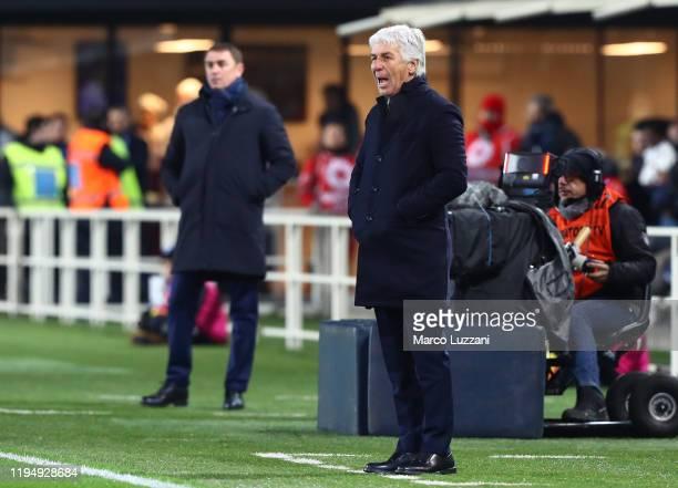 Atalanta BC coach Gian Piero Gasperini shouts to his players during the Serie A match between Atalanta BC and SPAL at Gewiss Stadium on January 20,...