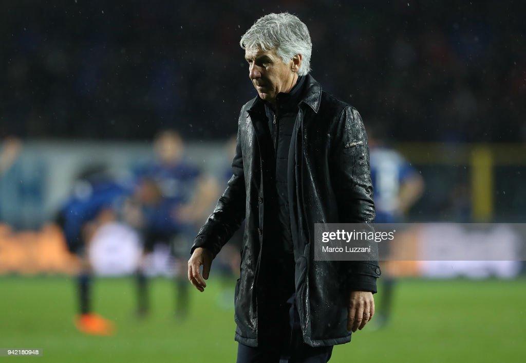 Atalanta BC coach Gian Piero Gasperini shows his dejection at the and of the serie A match between Atalanta BC and UC Sampdoria at Stadio Atleti Azzurri d'Italia on April 3, 2018 in Bergamo, Italy.