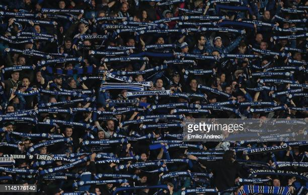 Atalanta BC fans show their support during the TIM Cup match between Atalanta BC and ACF Fiorentina at Stadio Atleti Azzurri d'Italia on April 25...