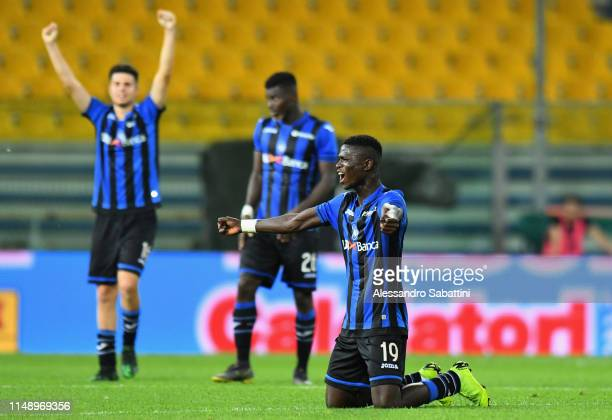 Atalanta BC players celebrate the victory after the Serie A Primavera Playoffs Torino FC and Atalanta BC at Stadio Ennio Tardini on June 10 2019 in...
