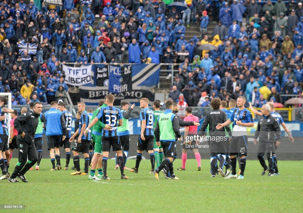 Atalanta BC players celebrate victory after the Serie A match between Atalanta BC and US Sassuolo at Stadio Atleti Azzurri d'Italia on September 10, 2017 in Bergamo, Italy.