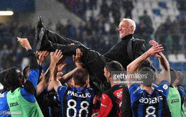 Atalanta BC players players celebrate their President Antonio Percassi during the Serie A match between Atalanta BC and US Sassuolo at Mapei Stadium...