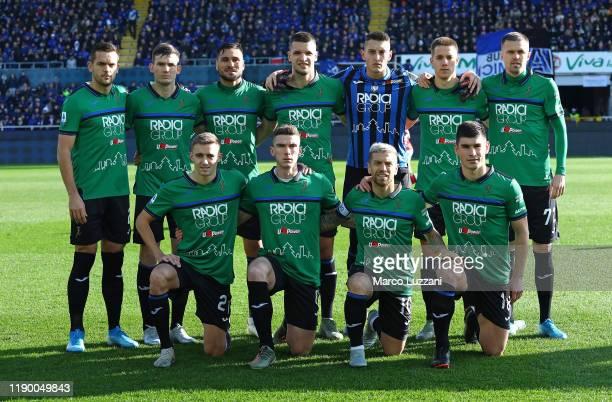 Atalanta BC team line up before the Serie A match between Atalanta BC and AC Milan at Gewiss Stadium on December 22 2019 in Bergamo Italy