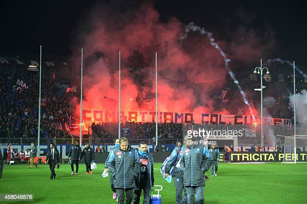 Atalanta fans shows their support during the Serie A match between Atalanta BC and SSC Napoli at Stadio Atleti Azzurri d'Italia on October 29 2014 in...