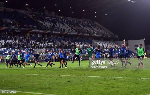 Atalanta players celebrate the victory during the UEFA Europa League group E match between Atalanta and Everton FC at Stadio Citta del Tricolore on...