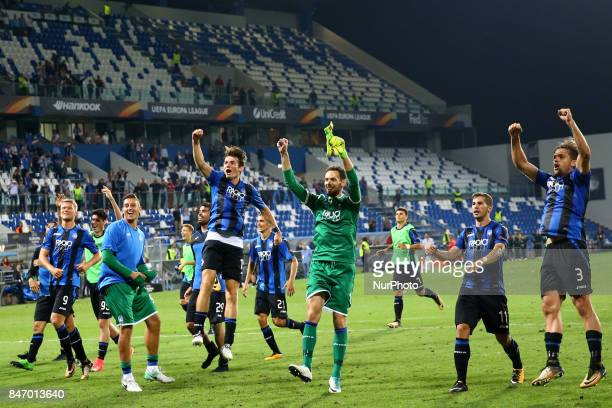 Atalanta players celebrating the victory during the UEFA Europa League group E match between Atalanta and Everton FC at Stadio Citta del Tricolore on...